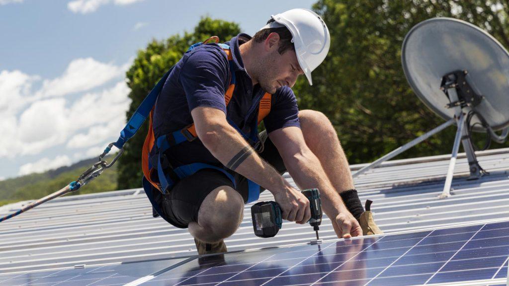 montaz paneli fotowoltaicznych na dachach